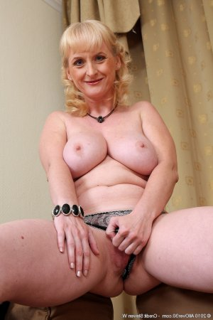 Anelie massage naturiste blonde à Bailly-Romainvilliers